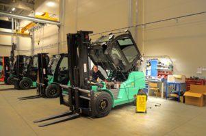 travail transport réparation véhicule salle industrie métier vendeur un service Ventes chariot élévateur chariot élévateur Atelier de réparation automobile